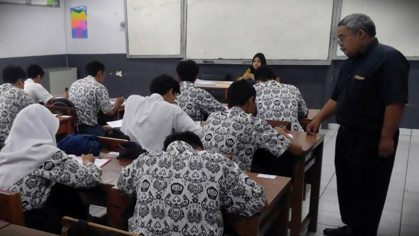 English test for international communication purposes as TOEFL prediction test held by Semesta Learning Evolution at SMKN 5 Bandung 2019 and 2018-English test for Academic and english test for international communication purposes as English Assessment Test by SLE-Semesta Learning Evolution-Bandung-TOEFL Prediction-TOEIC prediction Test